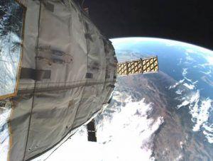 Genesis 1 im Weltall mit Blick auf die Erde