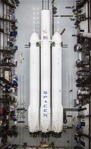 Falcon Heavy im Hangar