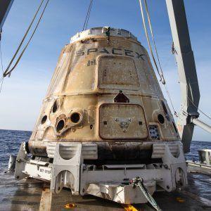Dragon CRS-13 nach der Landung auf dem Schiff vor Kalifornien